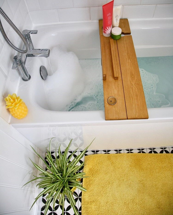 White bath with yellow accessories
