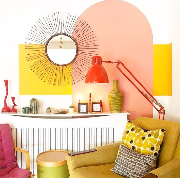 Blocks of colour and arches have been used in a living area to add colour to the room.