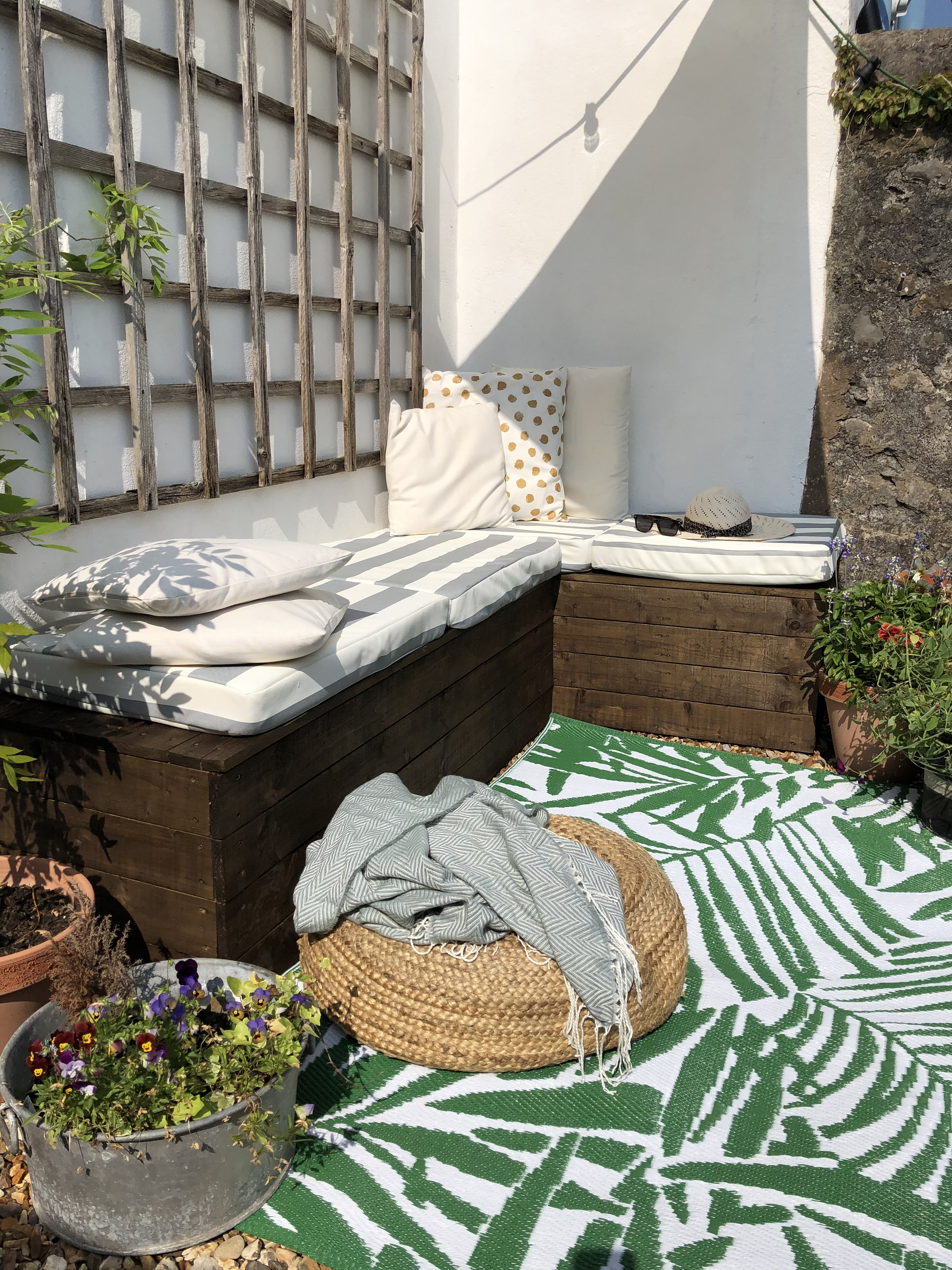 DIY Outdoor Bench Seating with outdoor cushions